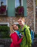 Couples romantiques heureux des vacances de vacances de voyage Image libre de droits