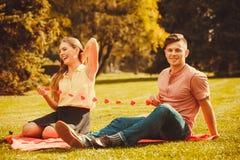 Couples romantiques passant le temps ensemble Image libre de droits