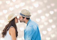 Couples romantiques s'embrassant Images stock