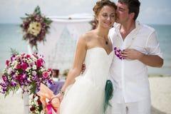 Couples romantiques sur la plage Images libres de droits