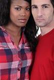Couples sérieux de chemin mélangé Photo libre de droits