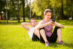 Couples s'exerçant ensemble Photos libres de droits
