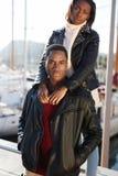 Couples sains magnifiques détendant pendant leurs vacances de vacances en Europe Image stock