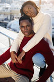 Couples sains magnifiques détendant pendant leurs vacances de vacances en Europe Photo libre de droits