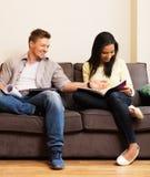 Couples se préparant aux examens Image libre de droits