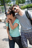 Couples se réveillant dans la rue Photo stock