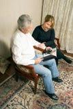 Couples se rappelant - verticale Image libre de droits