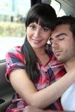 Couples se reposant dans un véhicule Photo libre de droits