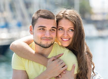 Couples se reposant sur la couchette Photos stock