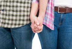 Couples se tenant de pair en plan rapproché Photo libre de droits