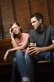 Couples semblant inconfortables Photo stock