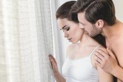 Couples sensuels dans l'amour photos libres de droits