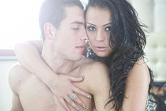 Couples sexy dans les bras Photo stock