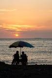 Couples silhouettés romantiques Images stock
