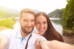 Couples souriants prenant le selfie Images libres de droits