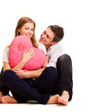 Couples souriants se reposant sur l'étage Photographie stock