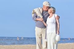 Couples supérieurs à la mer Images stock