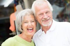 Couples supérieurs actifs Photos stock