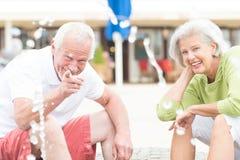 Couples supérieurs actifs Photo stock