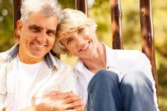 Couples supérieurs affectueux Image stock