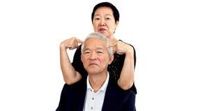 Couples supérieurs asiatiques jouant le taquinerie Longue relation de femme et d'homme Image libre de droits