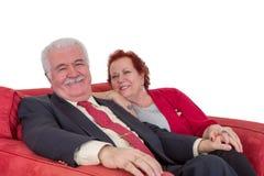 Couples supérieurs attrayants heureux de sourire Photos stock