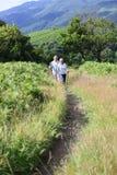Couples supérieurs augmentant en montagnes Image libre de droits