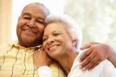 Couples supérieurs d'Afro-américain à la maison image libre de droits
