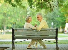 Couples supérieurs d'une manière amusante Image libre de droits