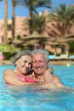 Couples supérieurs dans la piscine Photo libre de droits