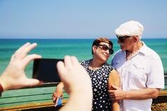 Couples supérieurs de déplacement Photo stock