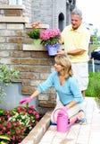 Couples supérieurs de jardinage. Images stock