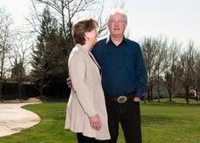 Couples supérieurs en parc Photo stock
