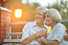 Couples supérieurs heureux des vacances Images stock