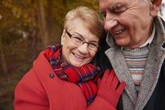 Couples supérieurs pendant l'automne Photographie stock libre de droits