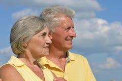 Couples supérieurs sur un fond de ciel Image libre de droits
