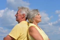 Couples supérieurs sur un fond de ciel Photographie stock