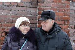 Couples supérieurs sur un fond de mur Image libre de droits