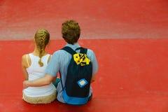 Couples sur étreindre de voyage Images stock