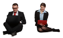 Couples sur des ordinateurs portables Photo stock