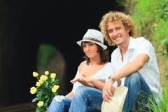 Couples sur des pistes de train Photo stock