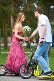 Couples sur des scooters photo libre de droits