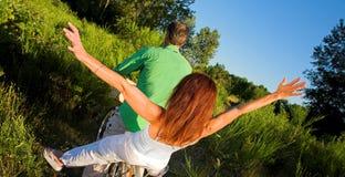 Couples sur la bicyclette Image stock
