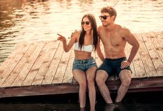 Couples sur la mer Image stock