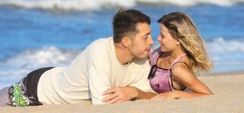 Couples sur la mer Photos libres de droits
