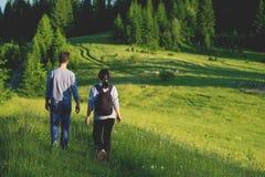 Couples sur la montagne Photos libres de droits