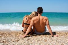 Couples sur la plage Photos libres de droits