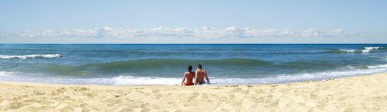 Couples sur la plage Photo libre de droits