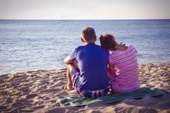 Couples sur la plage Image stock