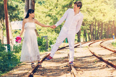 Couples sur la route Photographie stock